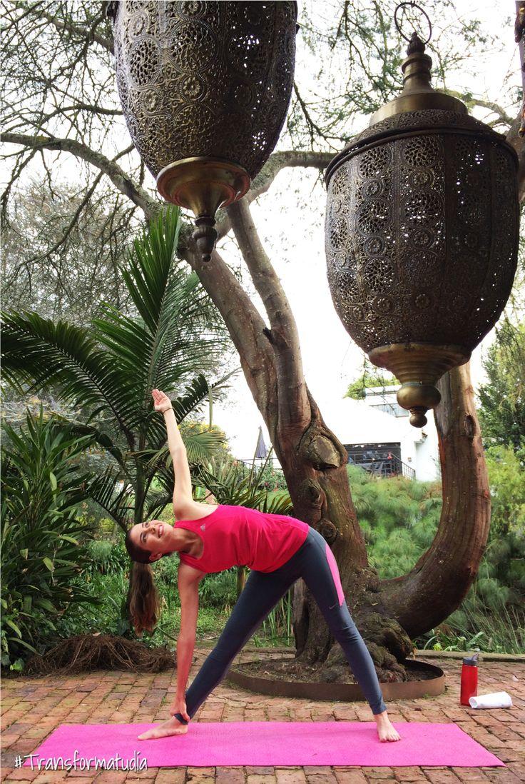 ¿Sabías que hacer yoga puede aumentar la consciencia corporal, aliviar patrones de estrés crónico en el cuerpo, relajar la mente y el cuerpo, entre otros beneficios?   Para saber más, ¡haz click en la imagen!