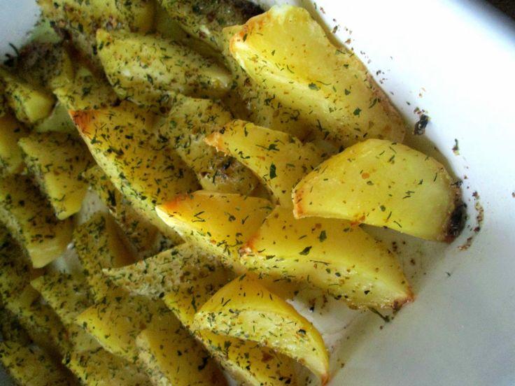 Dziś zapraszam do wypróbowania bardzo prostego przepisu na pieczone ziemniaczki :)