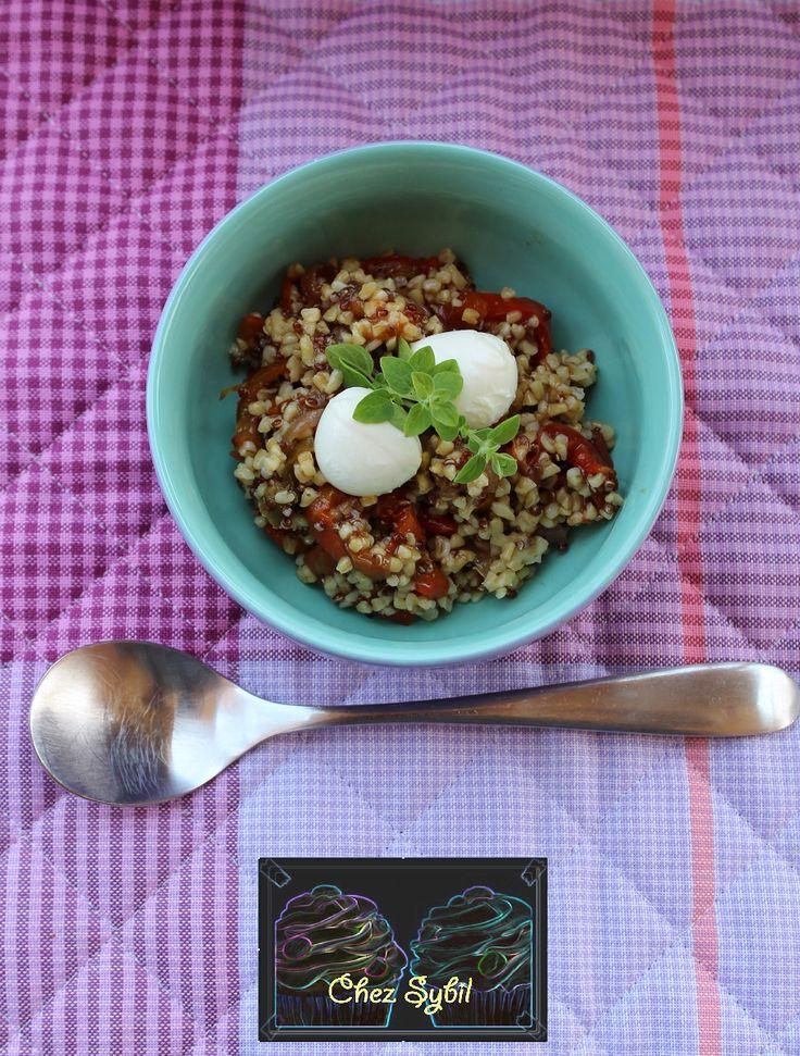 Grano e Quinoa con Peperoni E Mozzarella una ricetta fresca per l'estate ma non solo, perfetta per chi come me ama i piatti unici a cui non manca proprio nulla, la quinoa ad esempio è un falso cereale senza glutine ma con grande apporto calorico circa 360 kcal per 100 gr