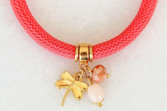 Koraalroze armband Bedel armband Roze armband door JewelryByLis