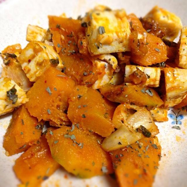 べっちゃんママさんからもらった 黒にんにくも入れています。 - 15件のもぐもぐ - 家の畑で採れたかぼちゃで、鶏肉のキムチ炒め by Yukie  Mouri たぬとん