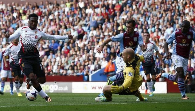 20130825 Liverpool's Daniel Sturridge goes around Aston Villa's Brad Guzan to score and win today's game Aston Villa (0) vs Liverpool (1)