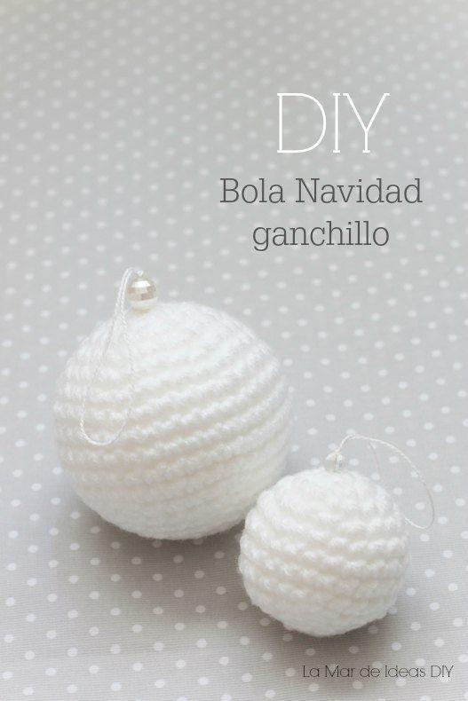 Bola de Navidad a Crochet - Patrón Gratis en Español aquí: http://lamardeideasdiy.blogspot.com.es/2014/12/diy-patron-bolas-de-navidad-de-ganchillo-para-arbol.html