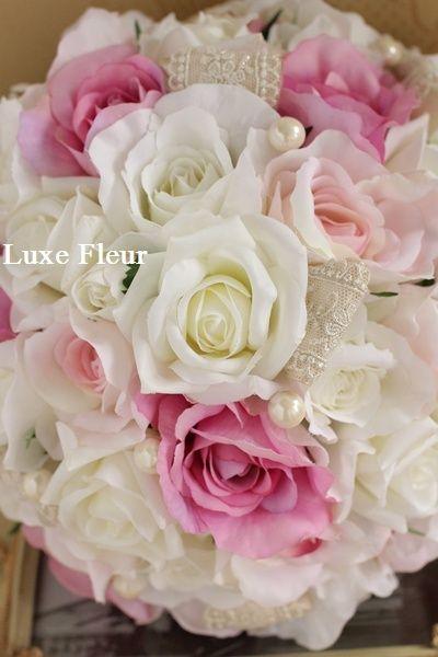 レースリボンでエレガントに アーティフィシャルフラワーのラウンドブーケ  Luxe Fleur Diary~プリザーブドフラワーとアーティフィシャルフラワー(造花)のブライダルブーケのショップ