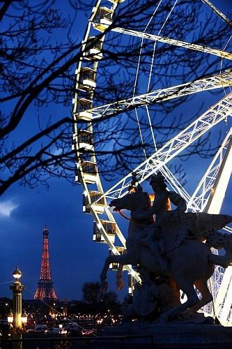 Place de la Concorde, Grande Roue, Paris 2010  © Alfred / SipaPress bravo pour cette photo et penser à  Louer un appartement de vacances ou une location meublée pour visiter Paris sur www.1000et1paris.com