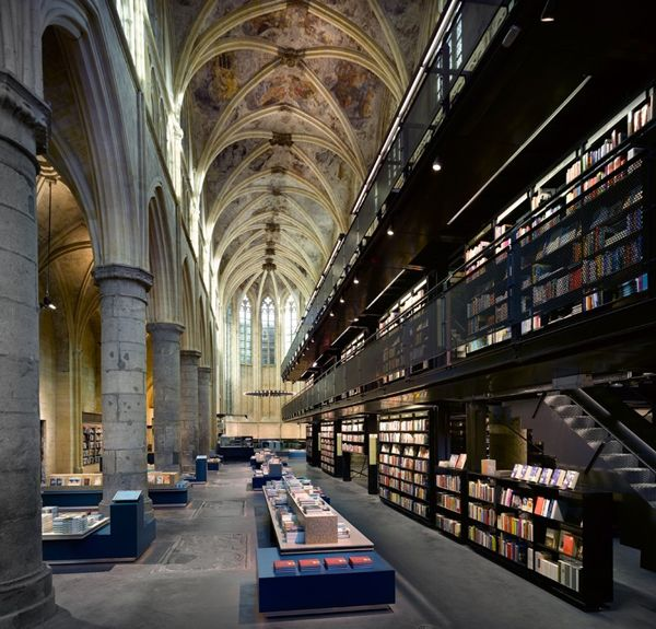 Bookstore housed in a 13th-century Dominican church in Maastricht, Holland. Gorgeous!