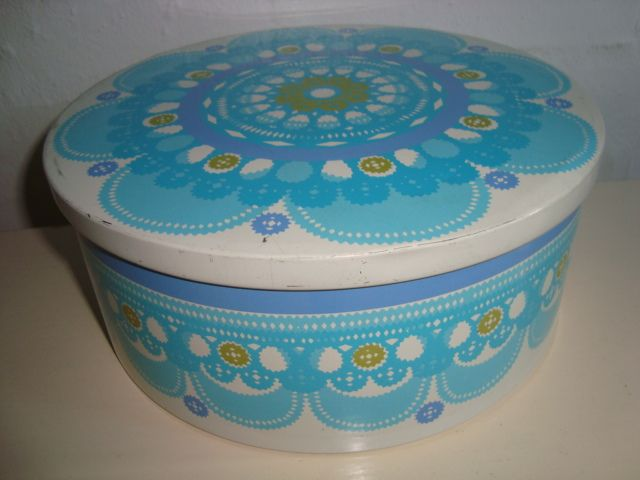 IRA Danish design retro tin from 1968 designed by Ethel von Horn. IRA retro dåse fra 1968. #iradenmark #iradanmark #danishdesign #danskdesign #tin #dåse #ethelvonhorn #retro #kitchenware. SOLGT/SOLD on www.TRENDYenser.com.