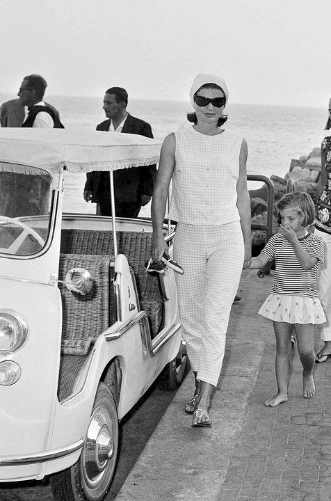 Jackie and Caroline in Ravello, Italy (1962).