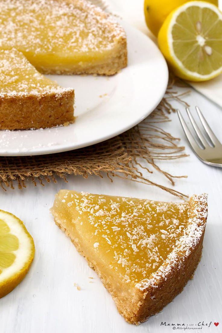 La crostata al limone è un dolce fresco e molto profumato, senza burro e senza uova. La crema al limone è molto leggera e senza latte. Crostata vegan