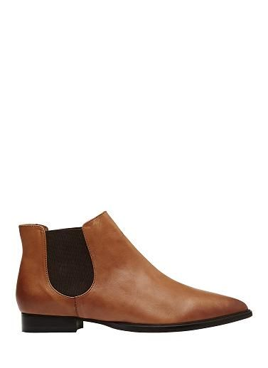 Flat pointed toe leather boot with elastic side gusset. Leather upper with leather lining and rubber sole.
