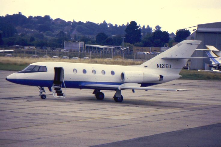 N121EU  By G B_NZ (Falcon 20 N121EU at SOU) [CC BY-SA 2.0 (http://creativecommons.org/licenses/by-sa/2.0)], via Wikimedia Commons