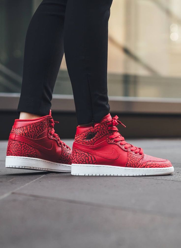 pretty nice 711f6 1158f Women Air Jordan 1