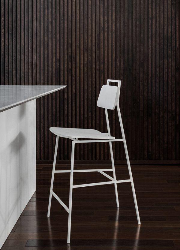 Residence Waterloo A Montreal Par Appareil Architecture En 2020 Table Et Chaises Architecture Latte Bois