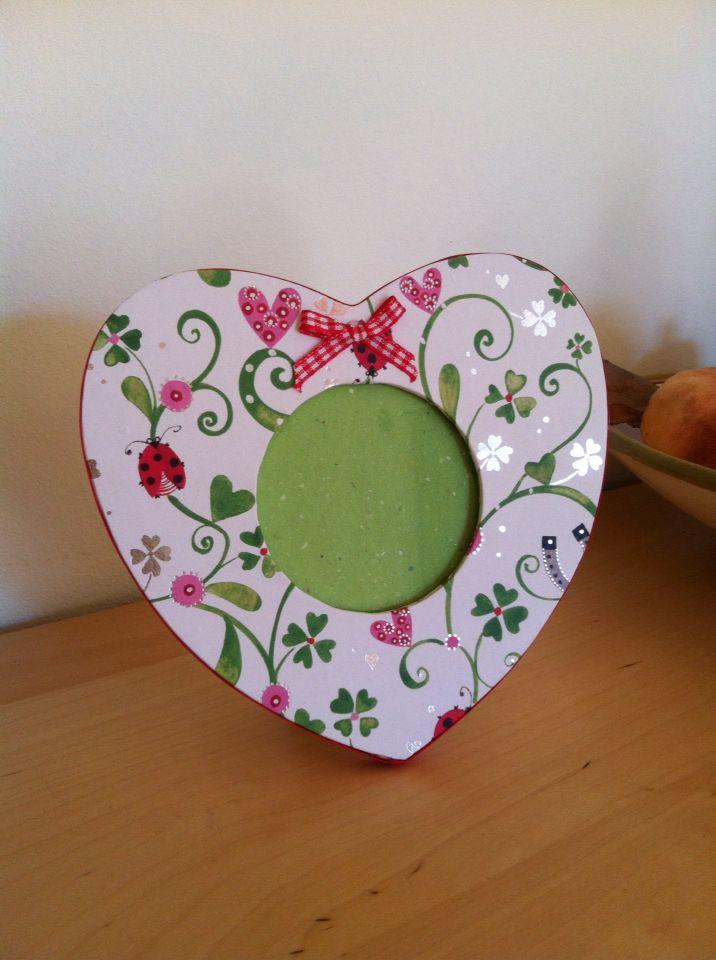 Portafoto forma cuore, rivestito con carta Facebook: Artefatti.art Etsy: Artefattishop