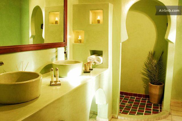 salle de bain marocaine couleur pastel vert