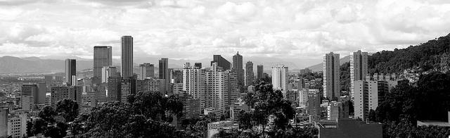 PANORÁMICA-BGOTÁ--blanco-y-negro, via Flickr.