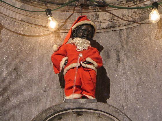 Manneke Pis on christmas, brussels- Belgium :)