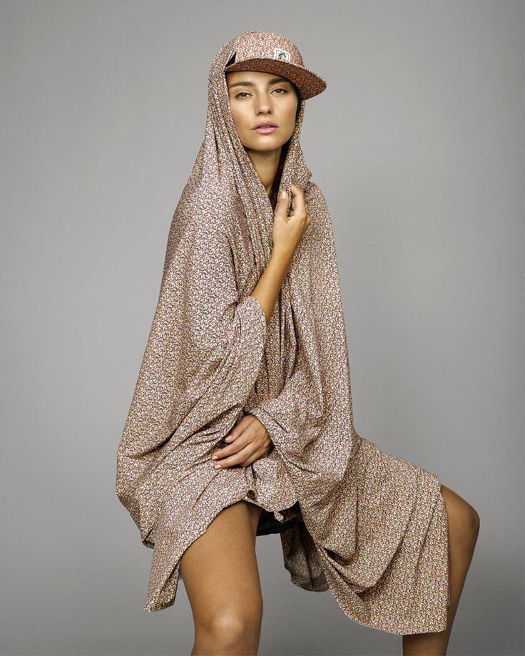 Les maillots de bain fleuris de la collection ONeill x Liberty Art Fabrics
