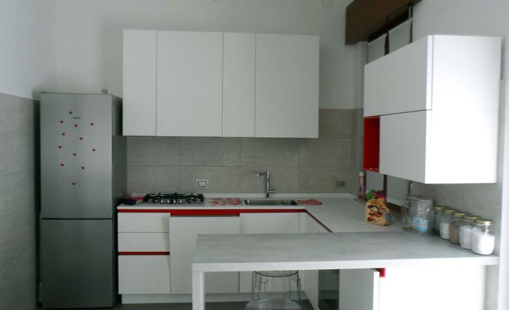 Less is more. Progetto personale. Ottimizzazione degli spazi per rendere confortevole una cucina di piccole dimensioni.
