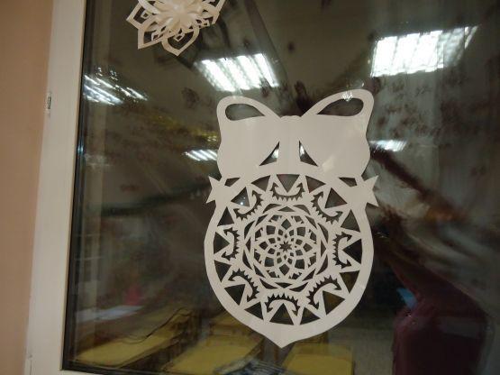 Мастер-класс по изготовлению плоского ёлочного шара из бумаги для украшения окон к новогоднему празднику - Для воспитателей детских садов - Маам.ру