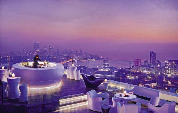 Бар на крыше отеля в Мумбаи, Индия