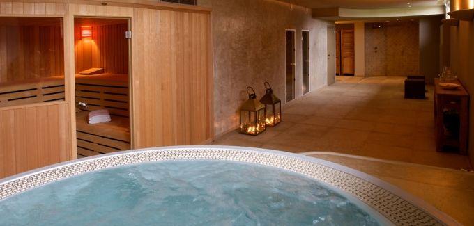 Welkom op ons landelijk gelegen privé wellnessdomein! Wij voorzien in een flink pak privé wellnessarrangementen, van de basishuurmodules tot arrangementen met champagne, ontbijt,lunch of diner, duomassages en schoonheidsbehandelingen. Zalig is het om een wellnessbeleving te combineren met een overnachting. Bekijk alle details op http://www.relaxy.be/prive-sauna/lichtervelde/61-lyf--villa/