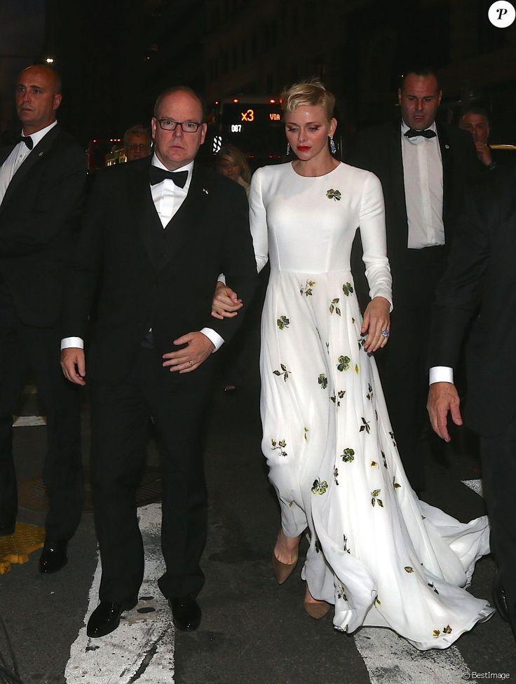 Hier soir, le prince Albert et la princesse Charlene ont assisté à la soirée de remise des prix Princesse Grace qui avait lieu à New York. ...