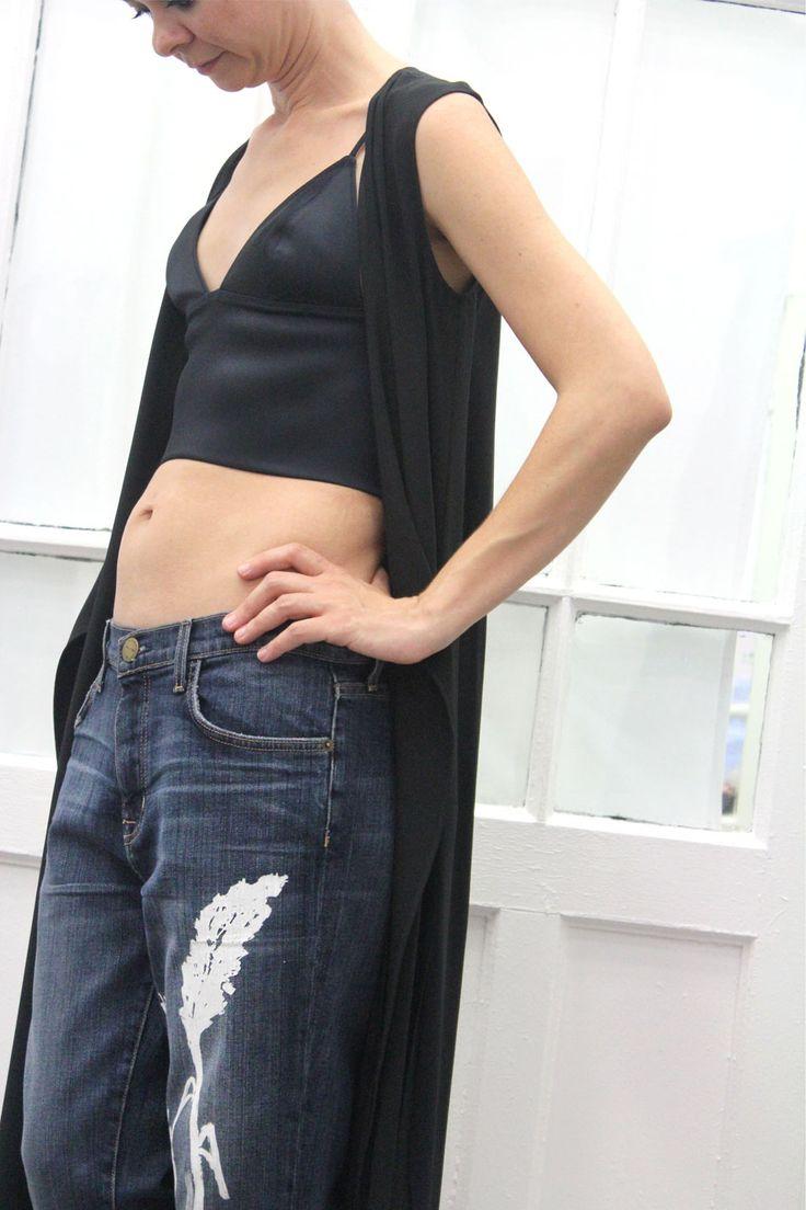 La edición limitada de jeans pintados a mano en Arropame + top #AlexanderWang + Vestido largo abierto #HelmutLang http://arropame.com/la-edicion-limitada-de-jeans-pintados-a-mano-en-arropame/ #arropame #conceptstore #bilbao #shoponline #shopping #EdicionLimitada #jeans #byarropame #fashion #ss16 #ootd #outfit #style #love