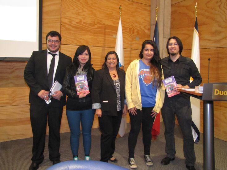 Claudia Escoba, Álvaro Hídalgo, Hellis Leiva y las ganadoras del libro Chile en viñetas para niños.