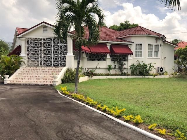 This Sprawling Exquisite Furnished 4 Bedroom Old Time Jamaican Home Is Awaiting The Perfect Family Dream Home Design Resort Design Jamaicans