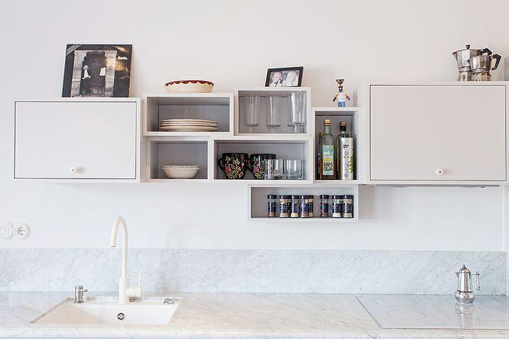 Kok Med Bursprak : kok marmor  Vitt kok med grepp 6, ilogg i mossing Vita kok
