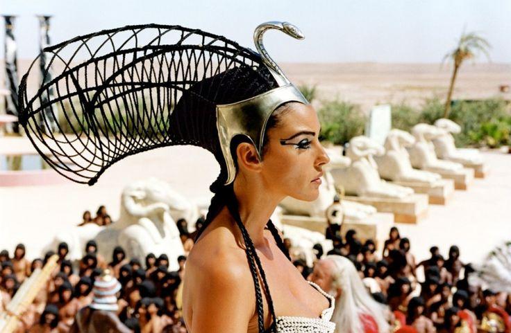 """Monica Bellucci - """"Astérix & Obélix: Mission Cléopâtre"""" (2002) - Costume designer : Phillippe Guillotel & Tanino Liberatore"""