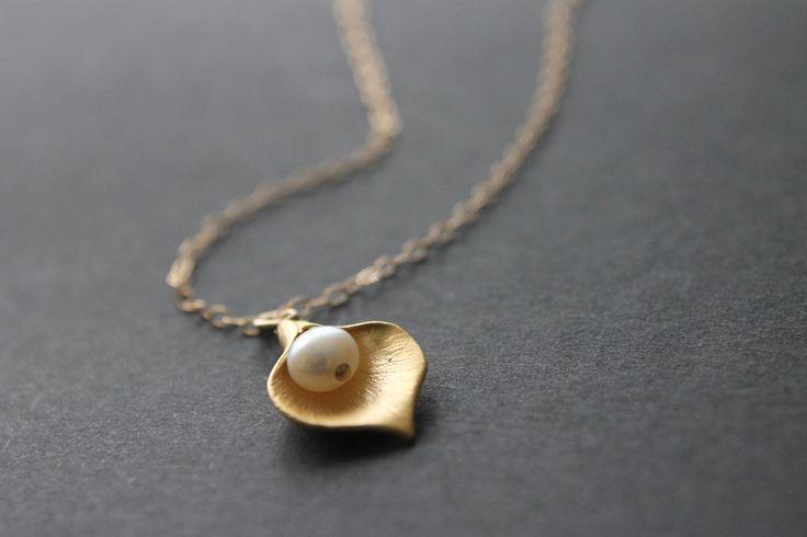 Lilien-Kette mit Perle goldfilled von Mayam-Berlin auf DaWanda.com