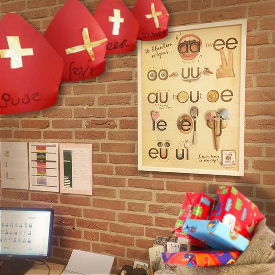 Nou, dat is een mooi gebaar van die lieve goede Sint: de klas krijgt óók een cadeau dit jaar! Nu hopen dat iedereen 'm mooi vindt Dus pakjespiet ga razendsnel  naar www.letterslereniseeneitje.nl