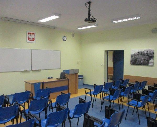 Sala szkoleniowa w układzie teatralnym we Wrocławiu #sale #saleszkoleniowe #salewroclaw #salaszkoleniowa #szkolenia  #szkoleniowe #sala #szkoleniowa #wrocławiu #konferencyjne #konferencyjna #wynajem #sal #sali #wroclaw #szkolenie #konferencja #wynajęcia #salekonferencyjne