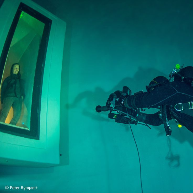 """There is a total of about two bar of pressure on the #originalplexiglas"""" Moritz Meinesz, Managing Director of Hydrosight #evonikplexiglas #plexiglas #plexiglass #diving #divingexperience #divingtank #underwater"""
