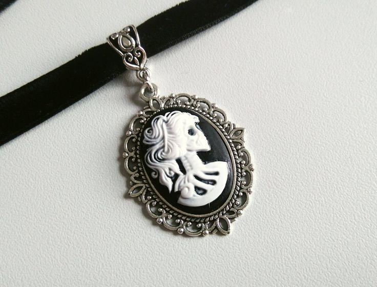 Skelett Lady Choker | Schwarzer Samt Choker | Choker Kette | Gothic Choker | Skelett Kamee by Nesherim on Etsy