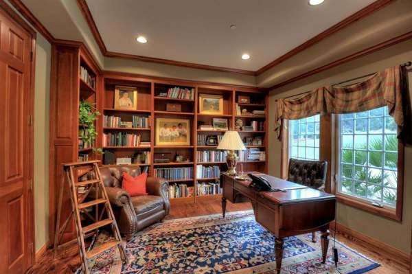 أفضل 10 تصاميم كلاسيكية للمكتبة المنزلية إمتلاكك تصميم مكتبة كلاسيكية في منزلك يشعرك بالراحة والجمال وإليك أ Home Library Design Home Library Home Libraries