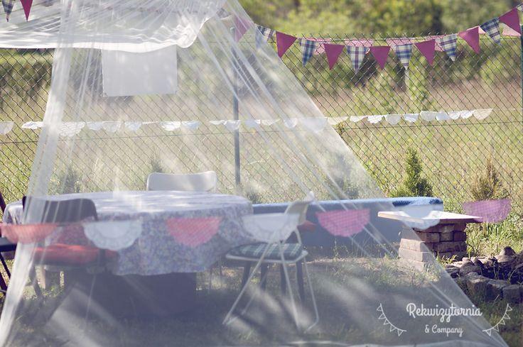 Chorągiewki w kąciku dla dzieci. #rekwizytorniaandcompany #wesele #urodziny #dekoracje #garland #trójmiasto