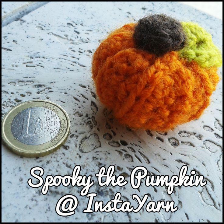 Halloween è alle porte ed ecco una piccola, non molto spaventosa, minuscola zucca!   Halloween is coming and here it is a cute, not so spooky, tiny pumpkin!   #halloween #decoration #amigurumi #tiny #pumpkin #instayarn #handmade