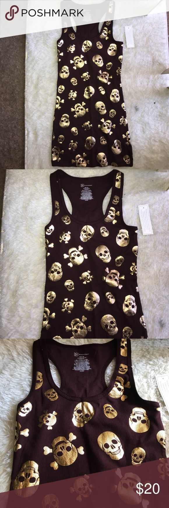 Tank top skulls size M Burgundy size medium 7 to 9 gold skulls. Never worn with tag. No Boundaries Tops Tank Tops