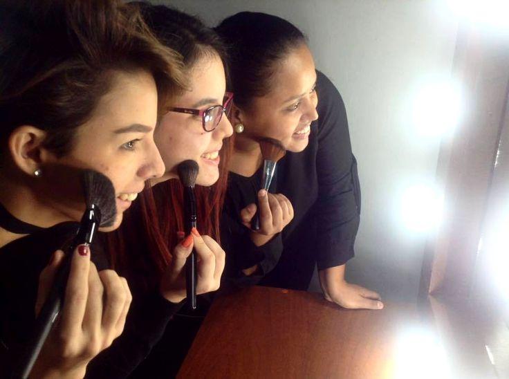 """En Foto Pose Venezuela nuestros alumnos son las estrellas! . Por ello los invitamos a conocer a nuestras hermosas alumnas de @Fotoposevmakeup búscanos en facebook como """"Foto Pose Venezuela Makeup"""" y vive con ellas su transformación de Alumnas de Maquillaje a Makeup Artist profesionales. . Y si quieres formar parte de este talentoso grupo aún estás a tiempo escríbenos a maquillajefpv@gmail.com y te haremos llegar toda la información. . Foto Pose Venezuela hacemos de tu pasión una profesión."""