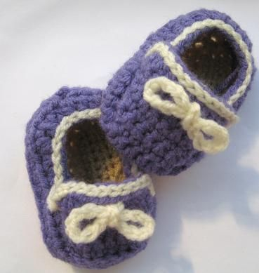 Free Crochet pattern to make these baby shoes
