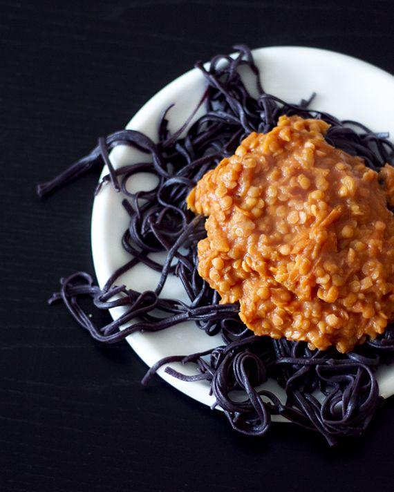 Läskigt god pastasås med röda linser, currypasta och kokosmjölk