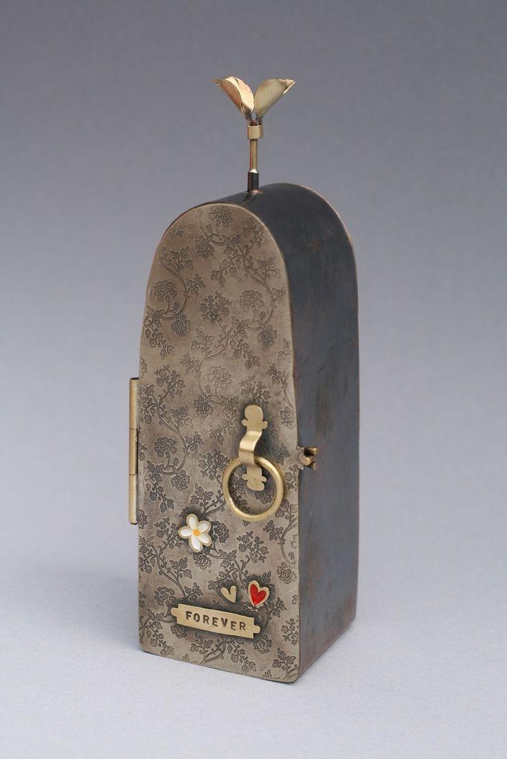 Bronwen Tyler-Jones - Metalwork Inventions   223792