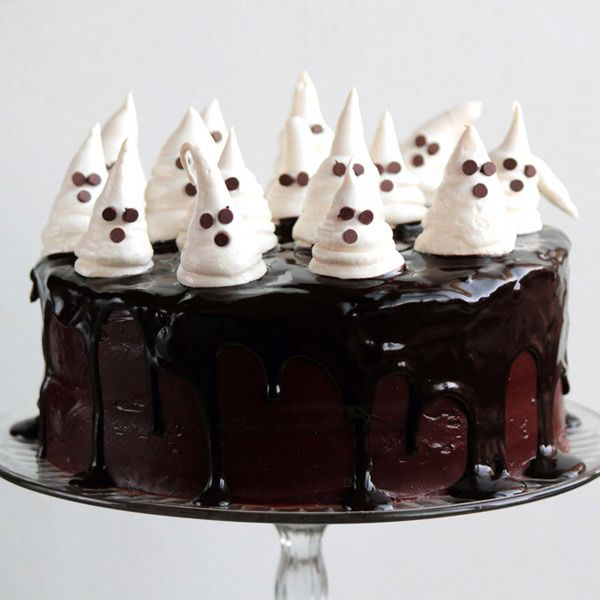 12 Boo-tiful Halloween Cakes That Will Make You Scream