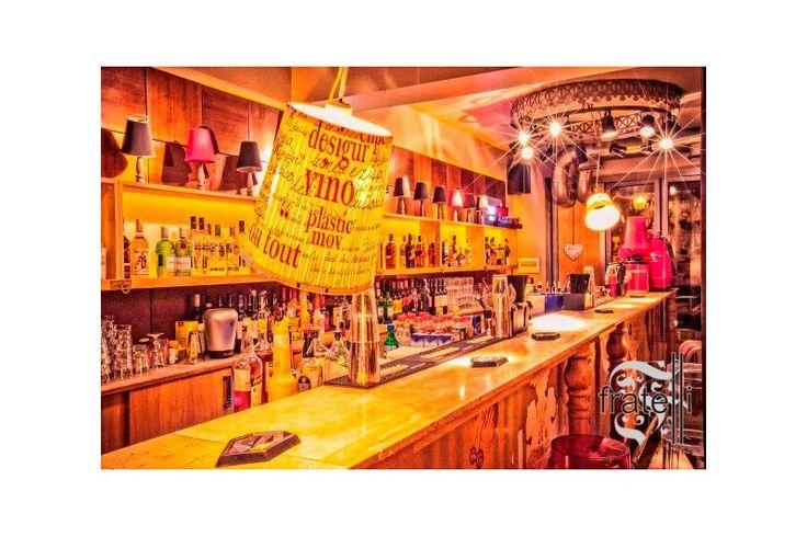 Fratelli Espresso Bar - Amenajarea interioara este semnata de Twins Studio, cu coordonarea arh. Mihai Popescu. Echipa Atas Lighting a contribuit la ambianta intima a acestui local cu o serie de aplice personalizate, de a caror productie s-au ocupat specialistii Atas, in Istanbul. Mai multe pe http://www.atas.ro/iluminat-horeca/1997-fratelli-espresso-bar.html