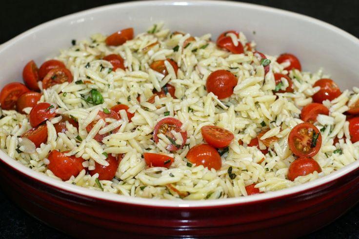 Pasta Orzo con Albahaca, Almendras, Parmesano y Tomates Cherry
