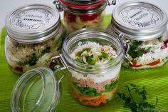 Mittagessen im Glas is der Trend schlechthin, ob eine frische Suppe oder ein leckerer Nudelsalat aus Resten, es ist eine super alternative zur Kantine.