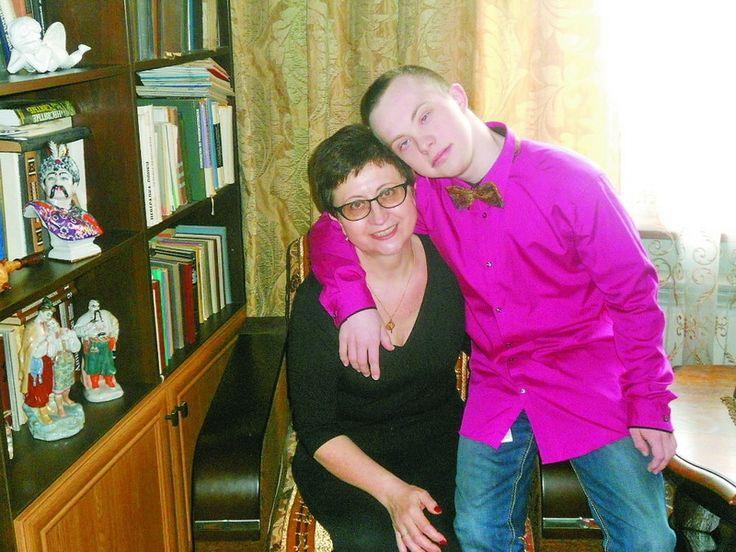 Переконали бюрократів, що синдром Дауна – не перешкода для вищої освіти. Юнак з таким діагнозом вивчає історію, а в компанії однолітків засипає найкрасивішу дівчину компліментами #WZ #Львів #Lviv #Новини #Життя  #синдром_Дауна
